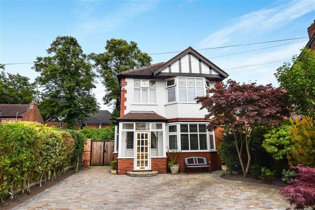 3 Bedrooms Detached House for sale in Queens Road, Urmston, Manchester