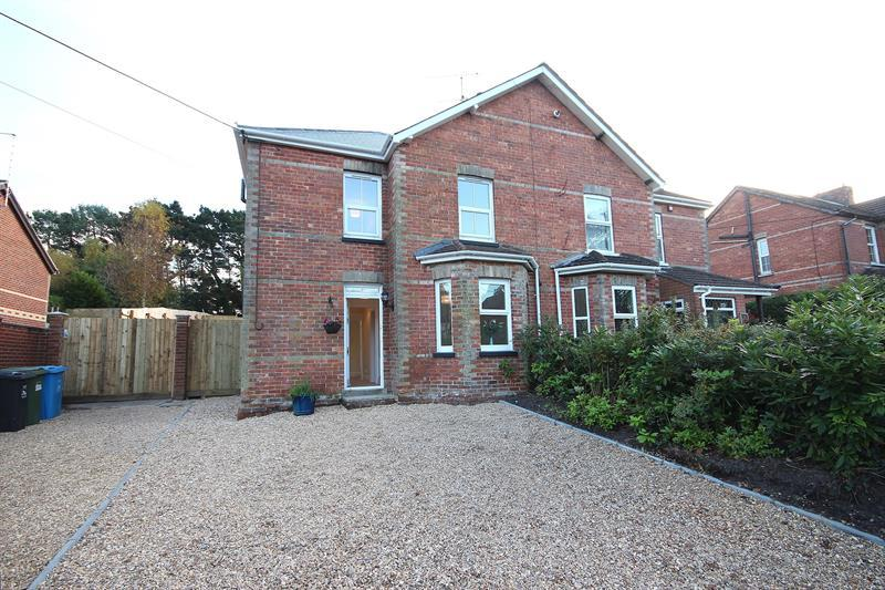 3 Bedrooms Semi Detached House for sale in Dunyeats Road, Broadstone