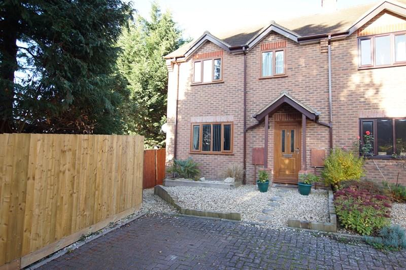 3 Bedrooms End Of Terrace House for sale in St. Leonards Avenue, Blandford Forum