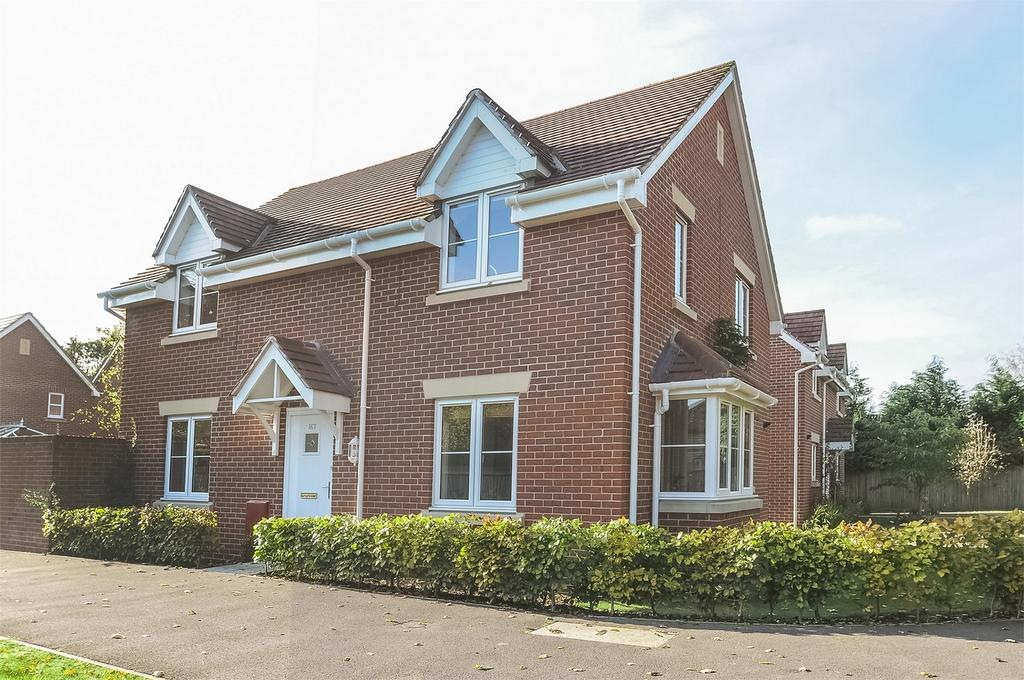 4 Bedrooms Detached House for sale in Four Marks, Alton, Hampshire