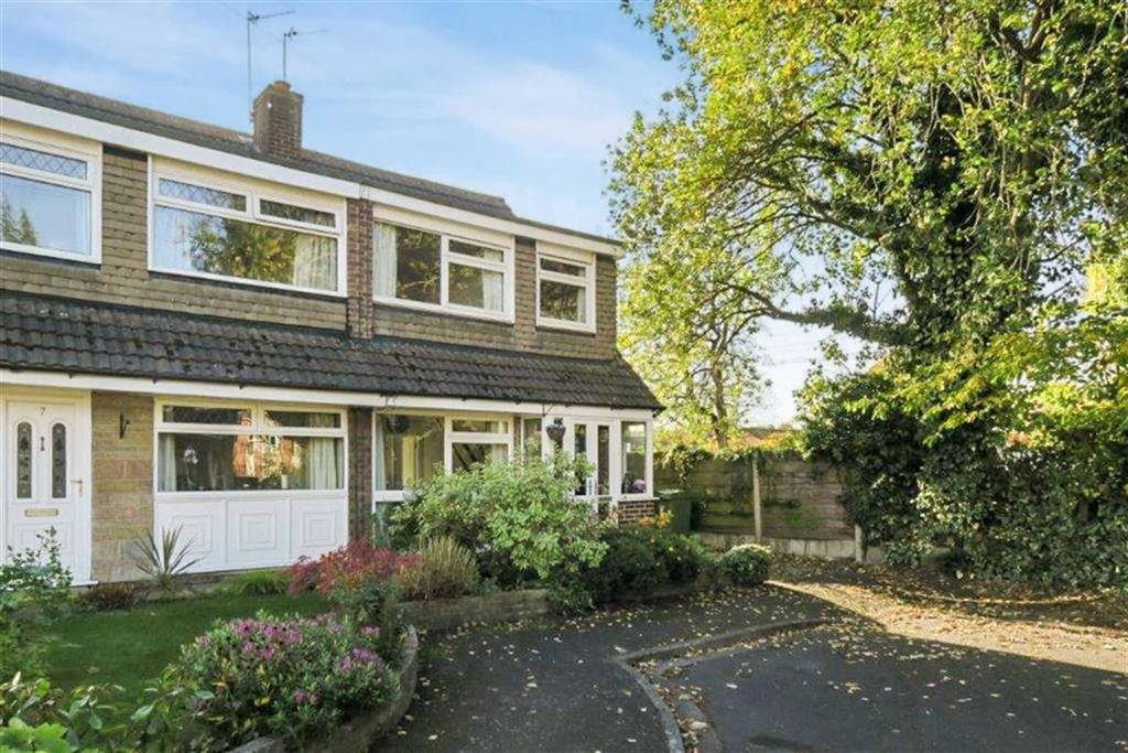 3 Bedrooms Semi Detached House for sale in Astbury Close, Altrincham, Cheshire, WA15