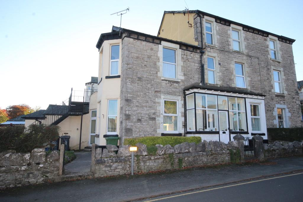 2 Bedrooms Apartment Flat for sale in Park Road, Grange-Over-Sands