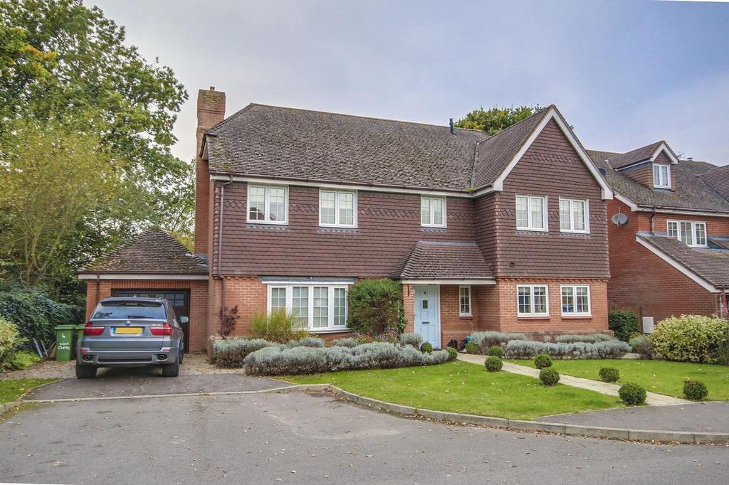 5 Bedrooms Detached House for sale in Storrington, West Sussex, RH20