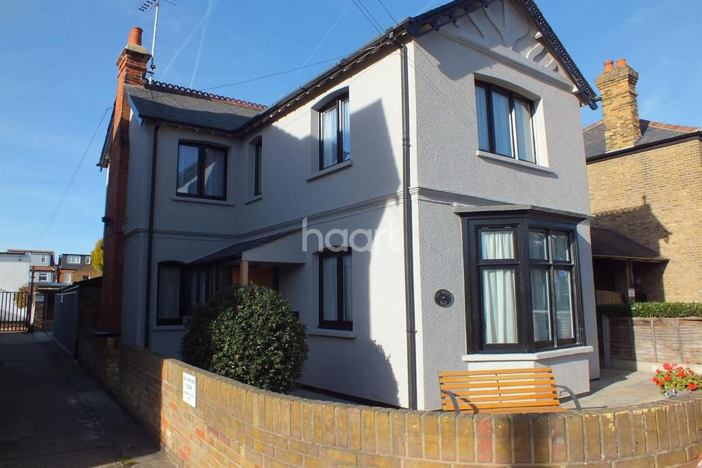 3 Bedrooms Detached House for sale in Station Road, Leigh-on-Sea