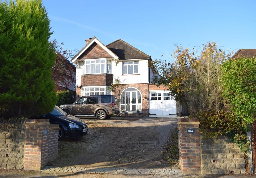 3 Bedrooms Detached House for sale in The Street, Shalford, Guildford GU4 8BN