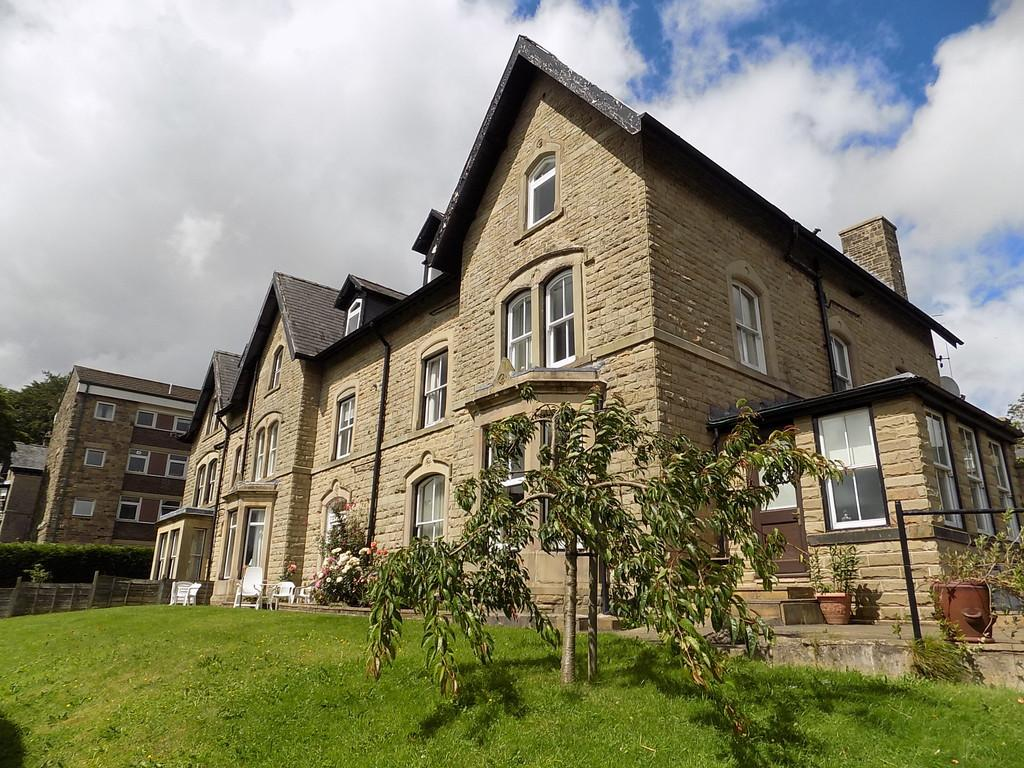 2 Bedrooms Apartment Flat for sale in Devonshire Road, Buxton