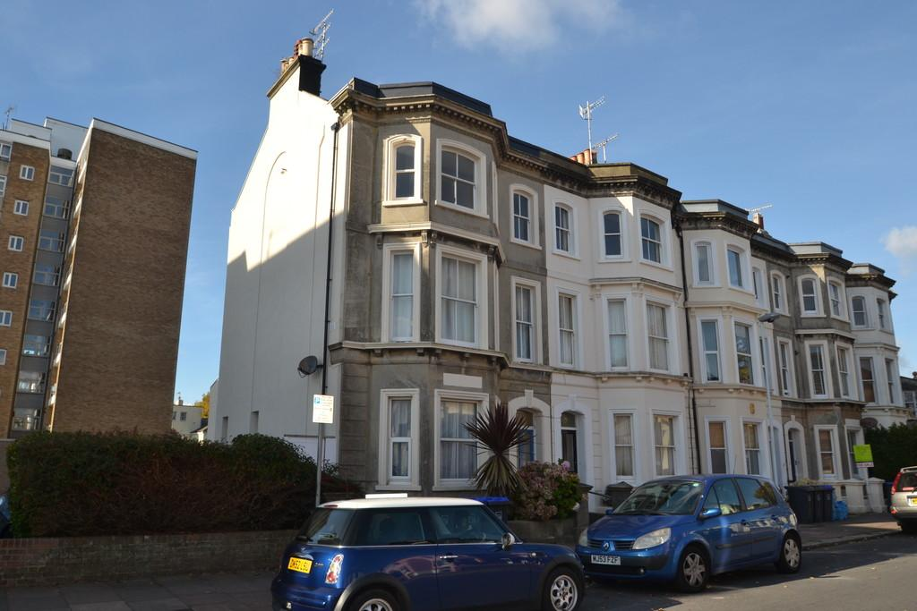 2 Bedrooms Apartment Flat for sale in Selden Road, Worthing