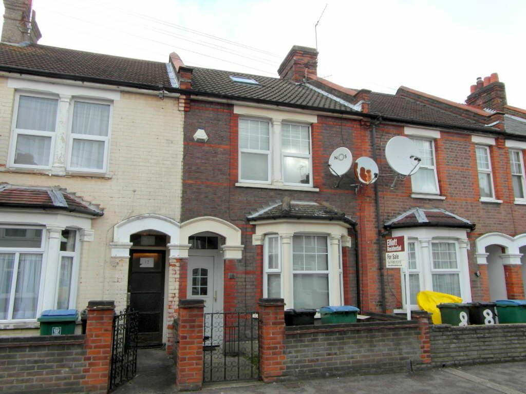4 Bedrooms Terraced House for sale in Chester Road, West Watford, Watford, Hertfordshire