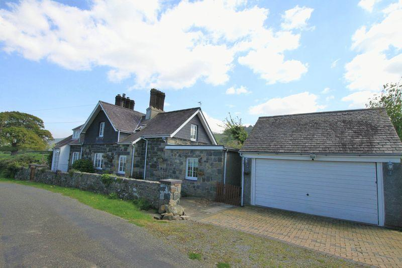 4 Bedrooms Cottage House for sale in Talybont, Bangor