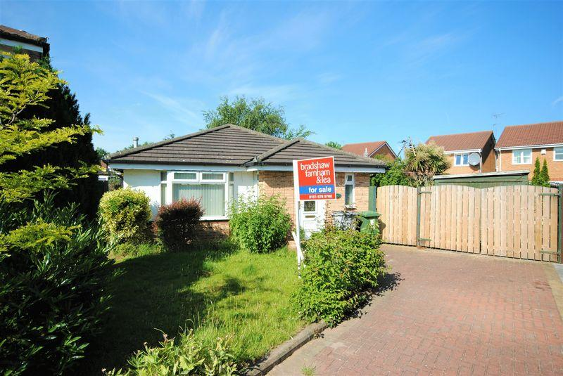 2 Bedrooms Bungalow for sale in Huntington Close, Moreton