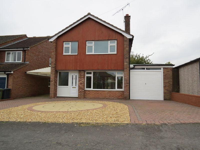 3 Bedrooms Detached House for sale in Cedar Close, Bayston Hill, Shrewsbury, SY3 0PD