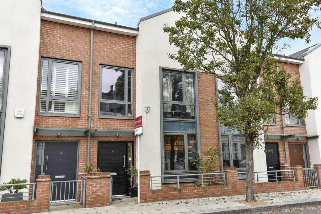 4 Bedrooms Terraced House for sale in Elbe Street, Fulham, SW6
