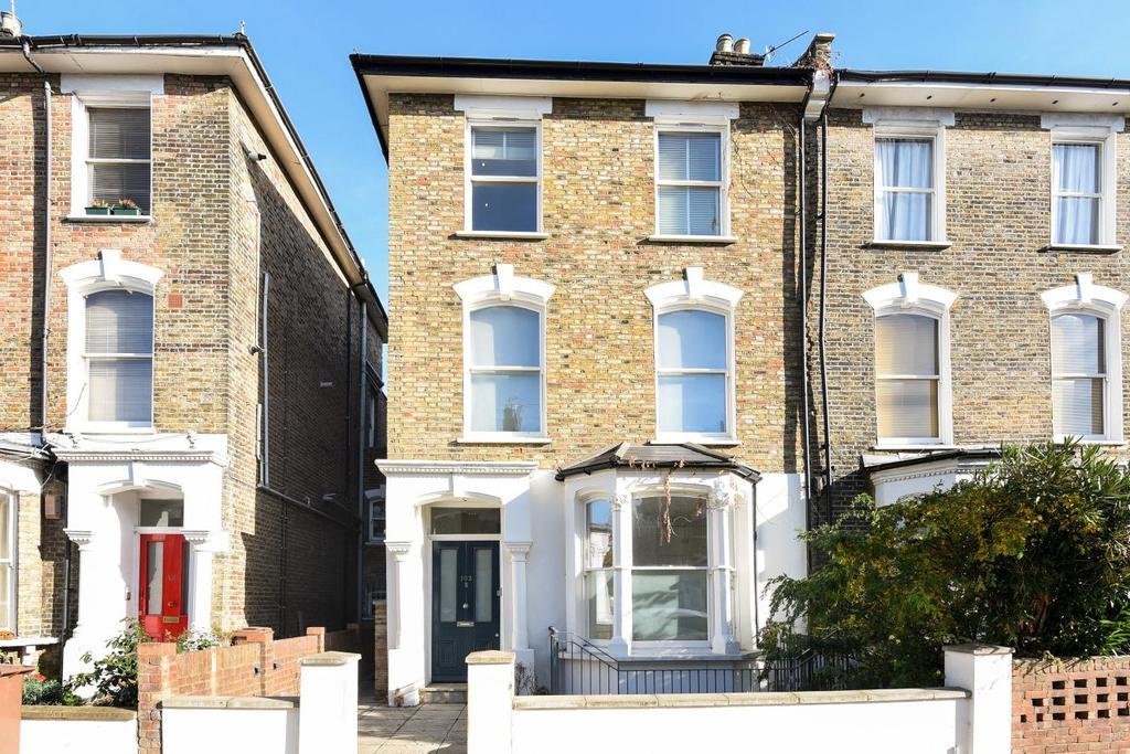 2 Bedrooms Flat for sale in Wilberforce Road, Finsbury Park, N4