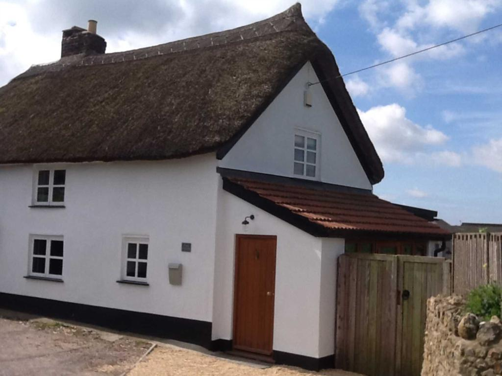 2 Bedrooms Semi Detached House for sale in Whitford Road, Musbury, Devon