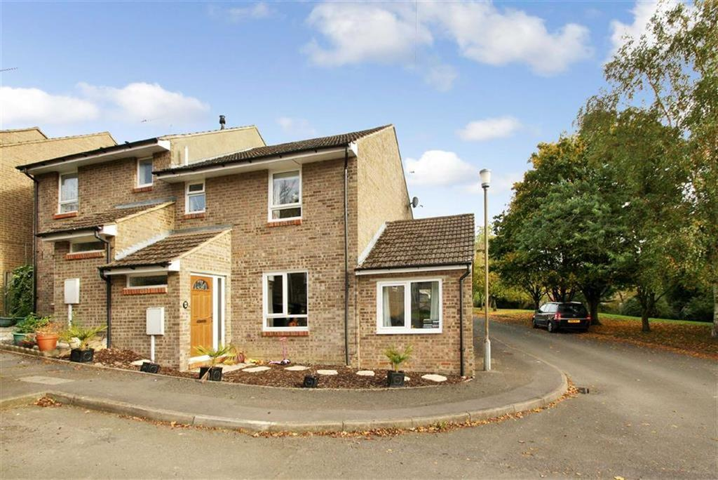 3 Bedrooms Semi Detached House for sale in 20, Portway Drive, Croughton