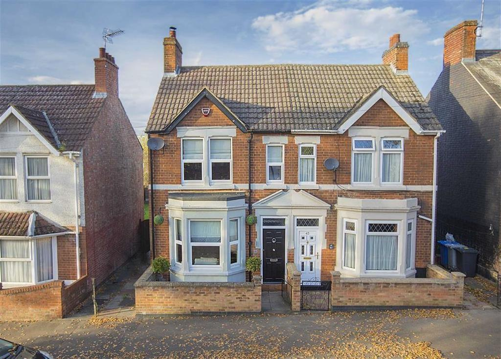 3 Bedrooms Semi Detached House for sale in Kingsley Avenue, Kettering, Kettering