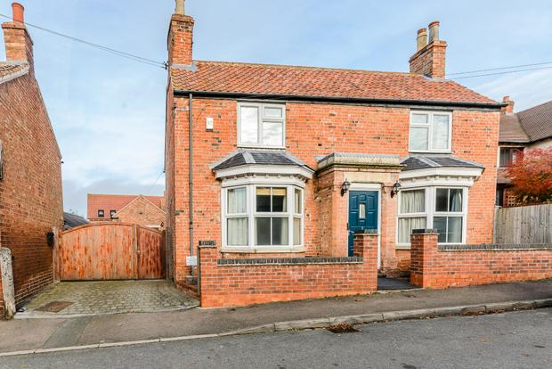 3 Bedrooms Detached House for sale in East End, Long Clawson, Melton Mowbray, LE14