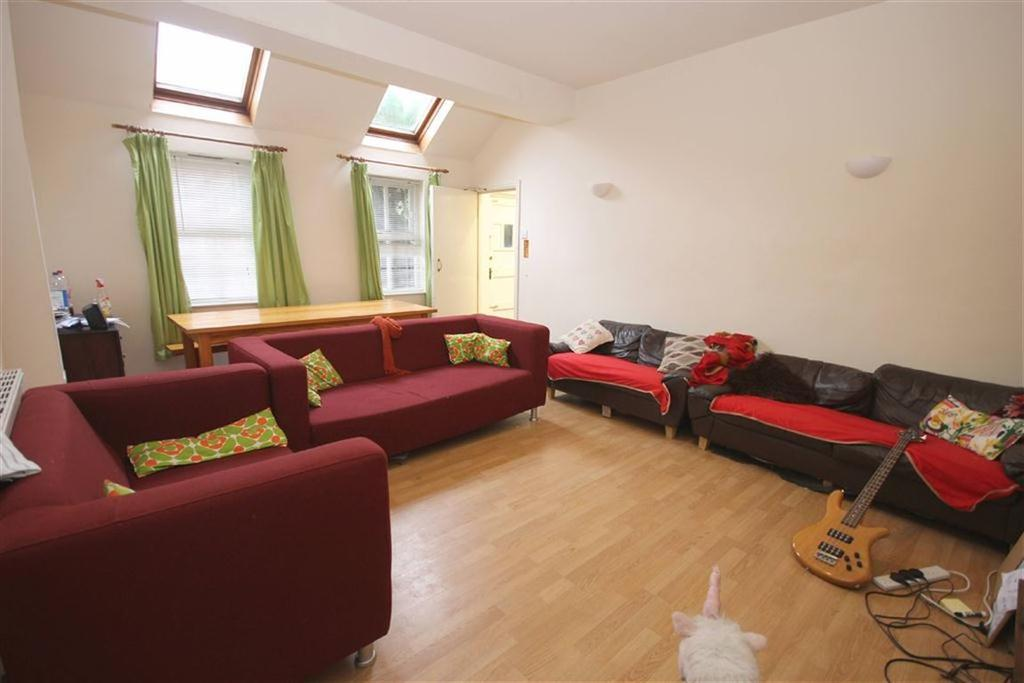 7 Bedrooms End Of Terrace House for rent in Whitby Avenue, Fallowfield, Manchester