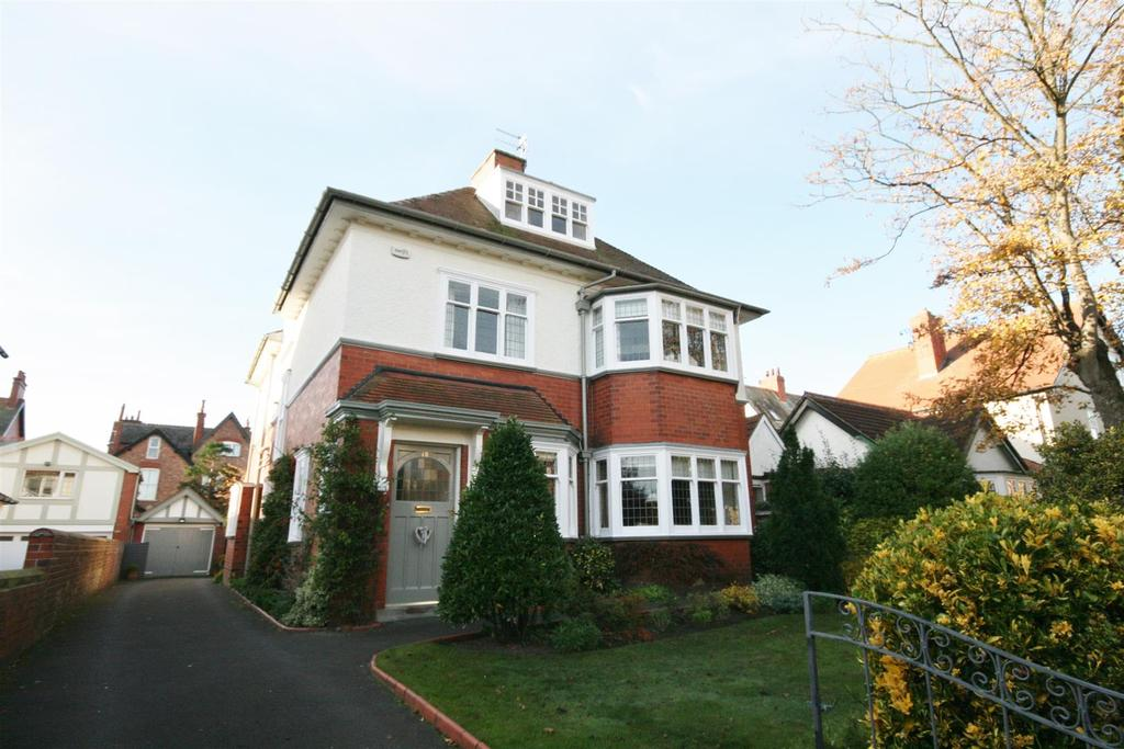 6 Bedrooms Detached House for sale in Park Avenue, Lytham