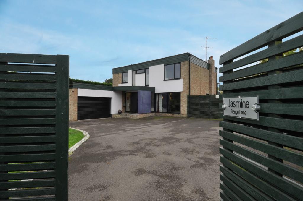 4 Bedrooms Detached House for sale in Grange Lane, Roydon, CM19