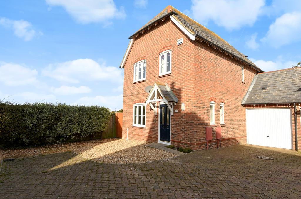 3 Bedrooms Detached House for sale in Brooks End, Pagham, Bognor Regis, PO21