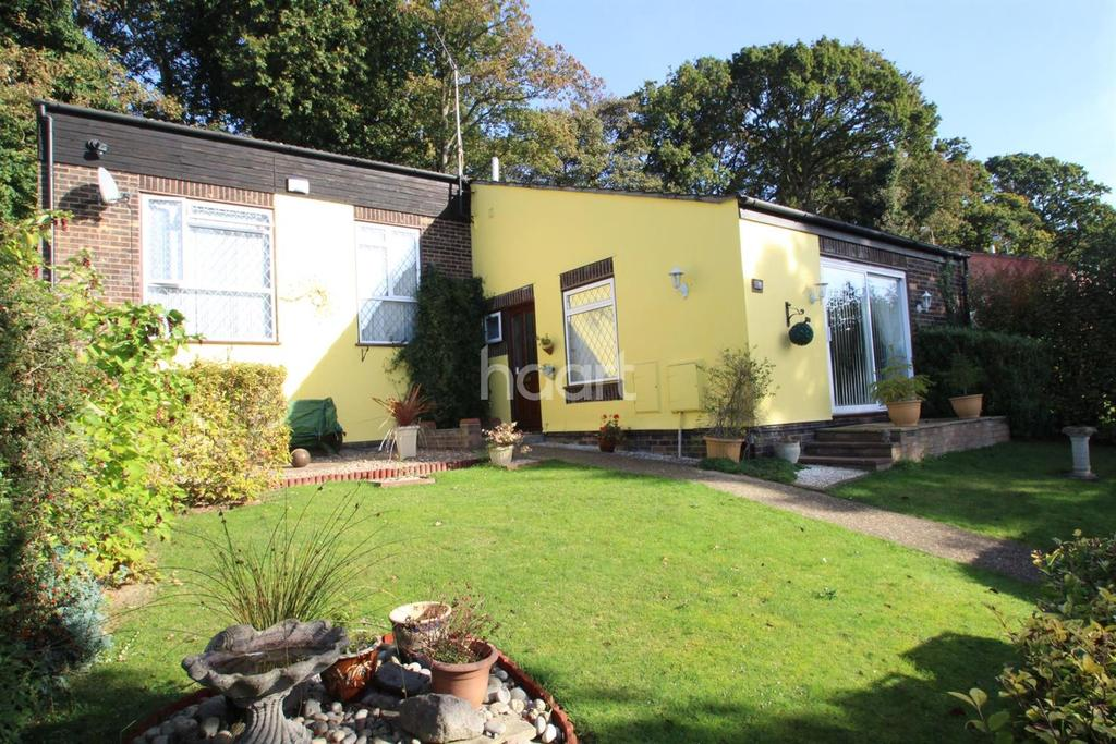3 Bedrooms Semi Detached House for sale in Furness Close, Ipswich, Suffolk