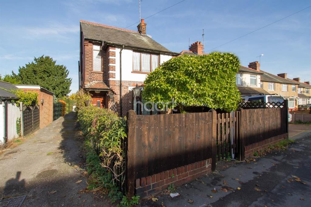 3 Bedrooms Detached House for sale in Detached property within 1 mile from the station