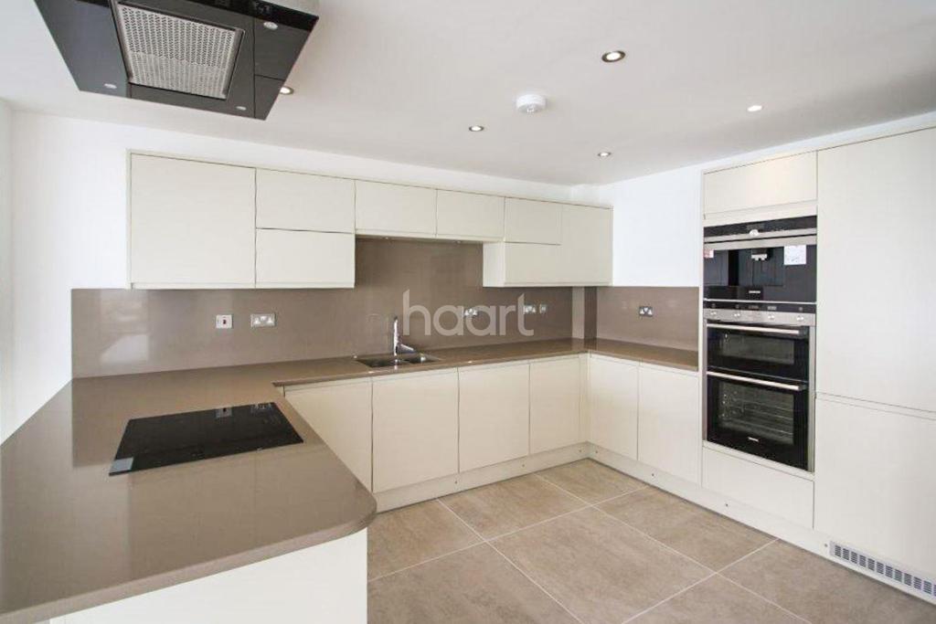 3 Bedrooms Flat for sale in Beach Retreat, Granville Marina, Ramsgate, CT11