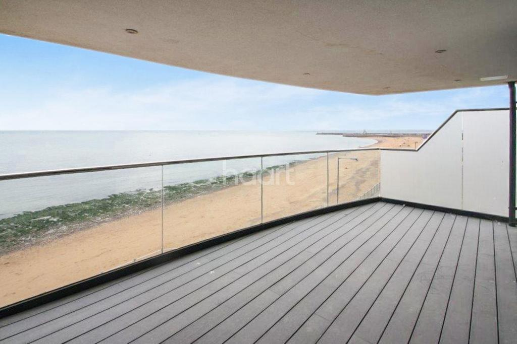 3 Bedrooms Flat for sale in Beach Retreat, Granville Marina, Ramsgate, CT11