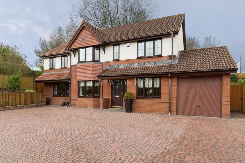 5 Bedrooms Detached House for sale in Caerphilly, Mid Glamorgan
