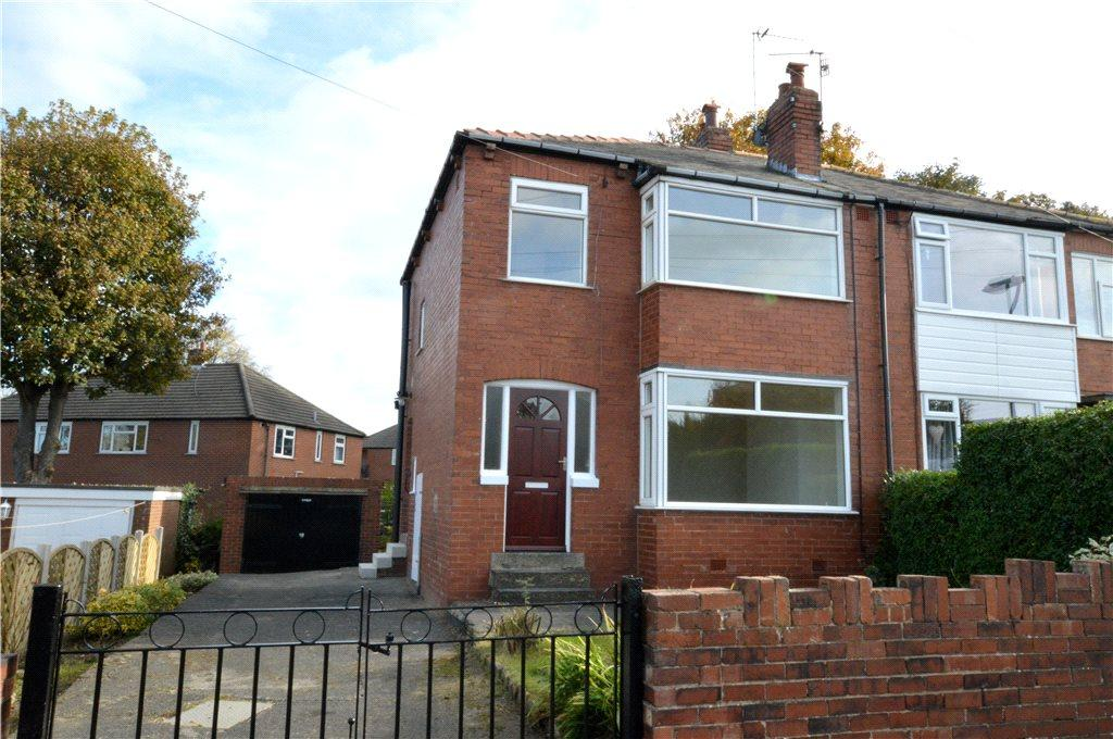 3 Bedrooms Semi Detached House for sale in Calverley Gardens, Bramley, Leeds