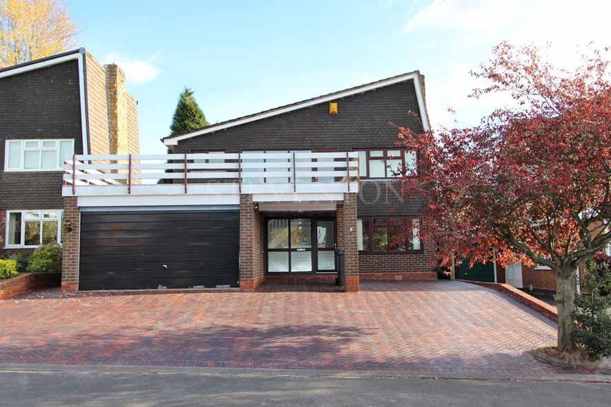 3 Bedrooms Detached House for sale in Swallowdale, Wolverhampton