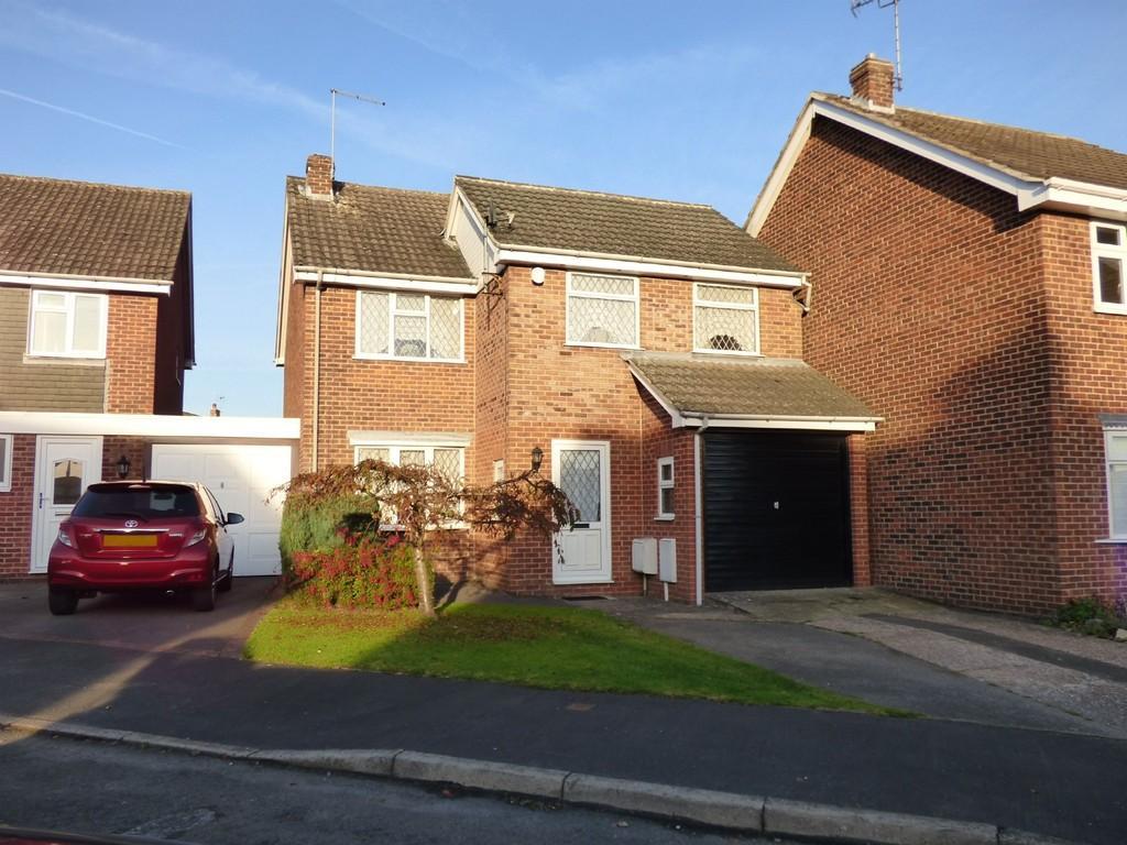 4 Bedrooms Detached House for sale in Oak Crescent, Ashbourne