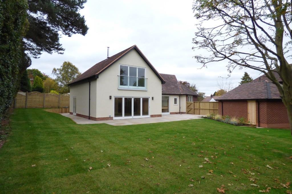 4 Bedrooms Detached House for sale in Island Green, Stafford