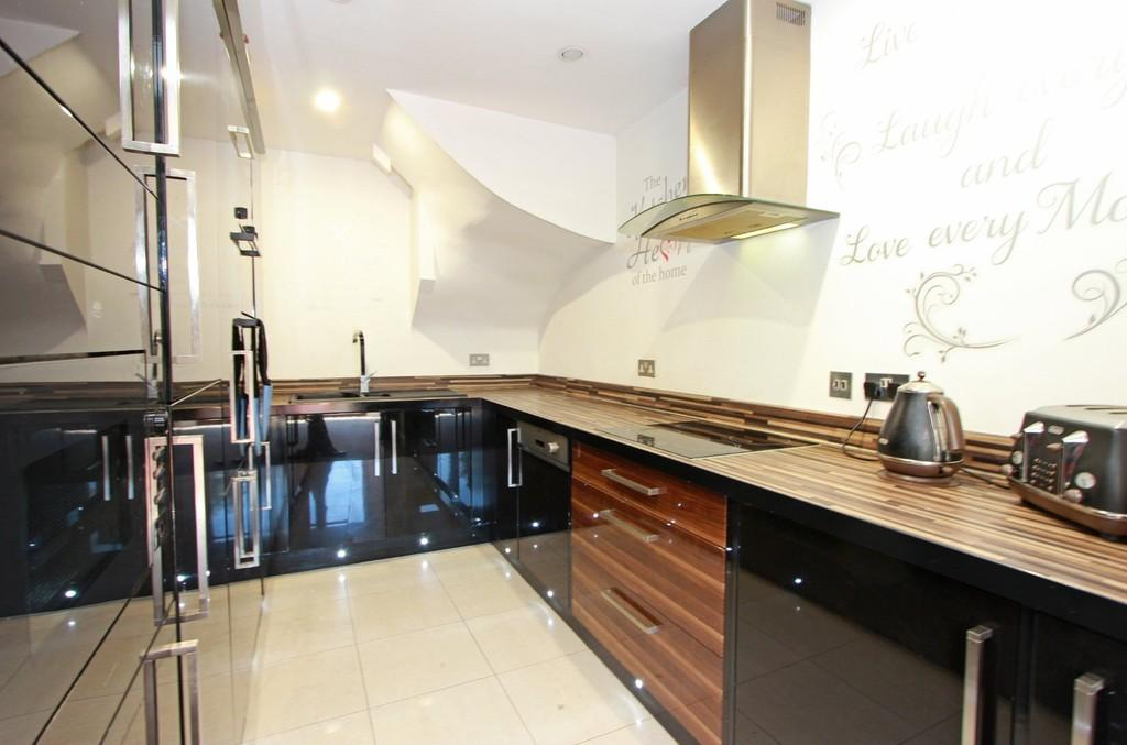 4 Bedrooms Town House for sale in Epsom Road, Ewell Village