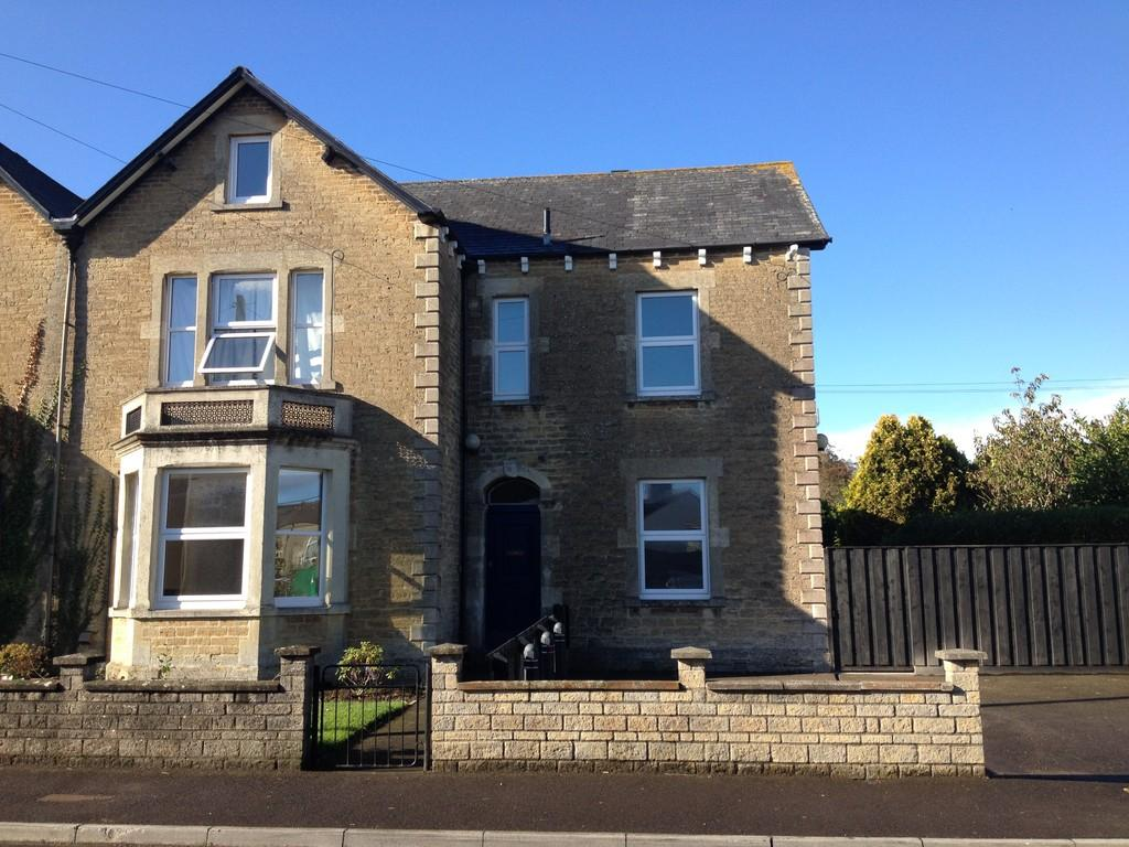 5 Bedrooms Semi Detached House for sale in Oakfield Road, Frome