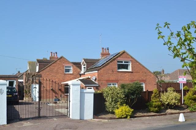 4 Bedrooms Detached House for sale in Sea Lane, Ferring, West Sussex, BN12 5ET