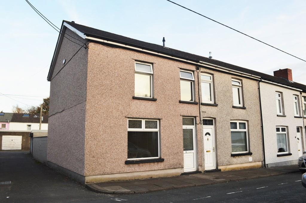 3 Bedrooms End Of Terrace House for sale in Central Street, Ystrad Mynach