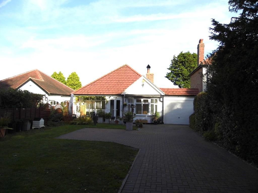 2 Bedrooms Detached Bungalow for sale in Streetsbrook Road, Solihull