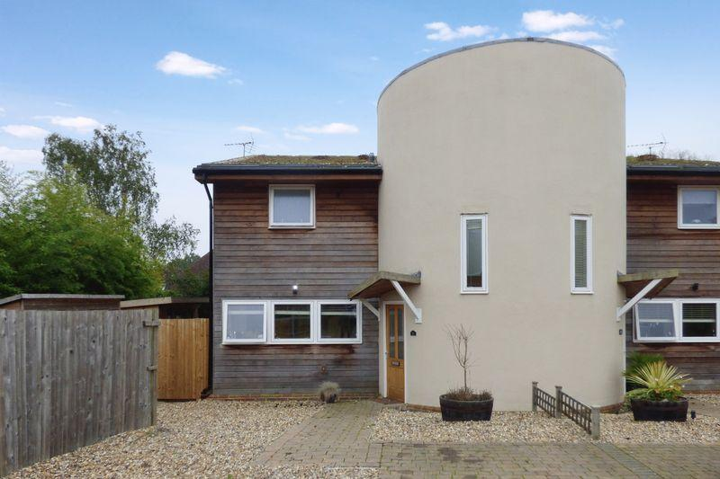 2 Bedrooms Semi Detached House for sale in Appledene Corner, South Chailey