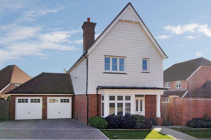 3 Bedrooms Detached House for sale in Highwood, Horsham