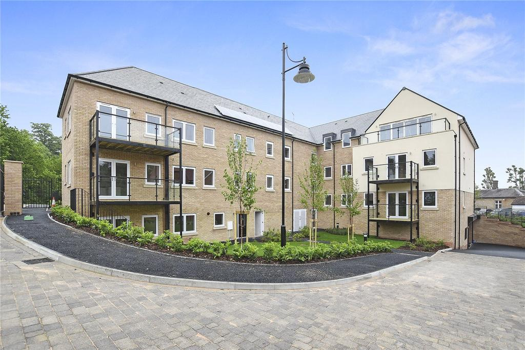 2 Bedrooms Flat for rent in Victoria Close, Rickmansworth, Hertfordshire, WD3