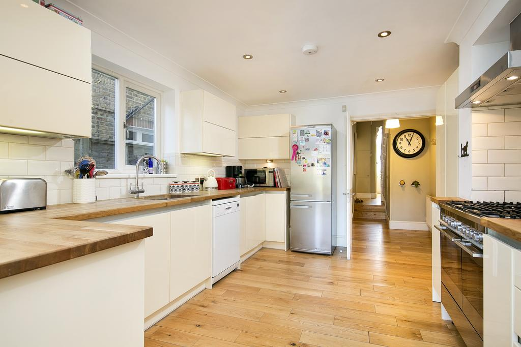 4 Bedrooms House for sale in Kingswood Road, London