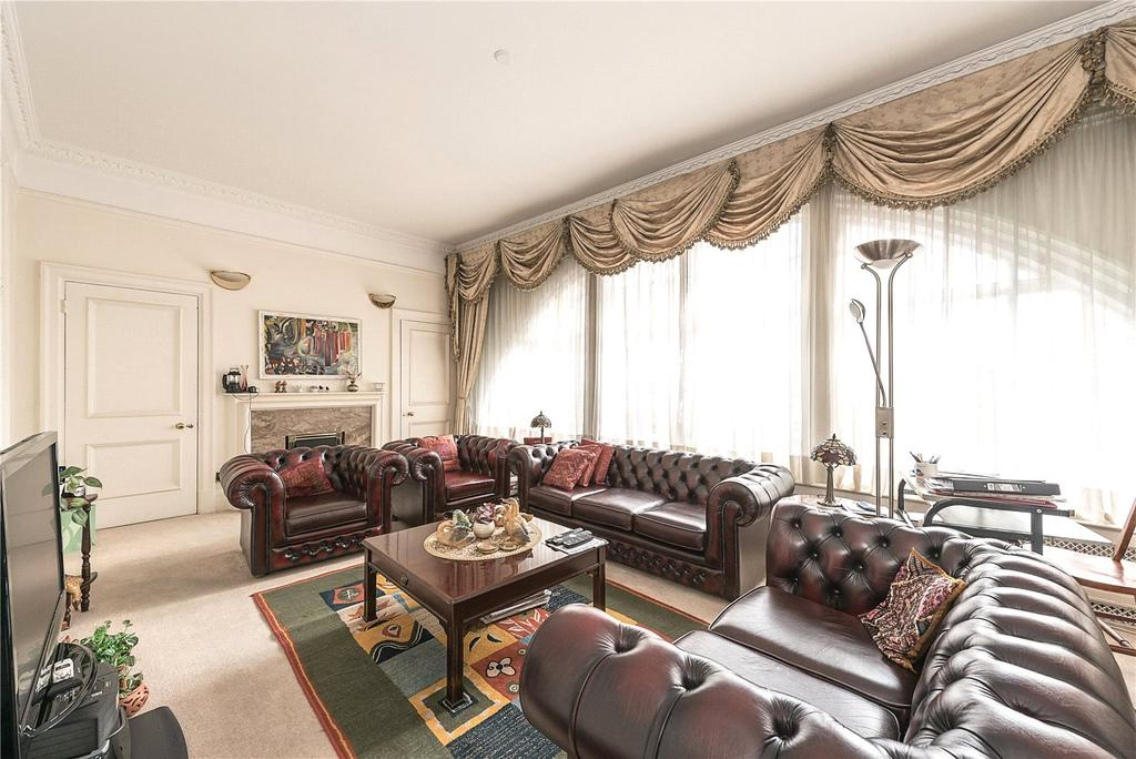 2 Bedrooms Flat for sale in Chiltern Court, Baker Street, London