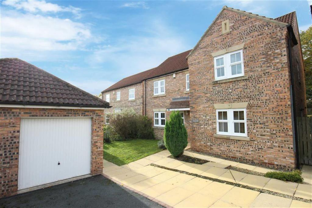 4 Bedrooms Detached House for sale in Ayr Avenue, Catterick Garrison, North Yorkshire