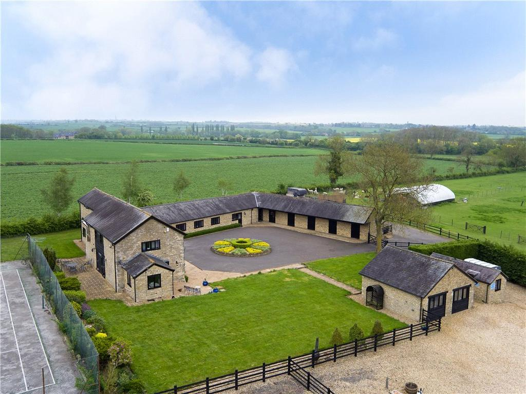 4 Bedrooms House for sale in Northampton Road, Cosgrove, Northamptonshire, MK19