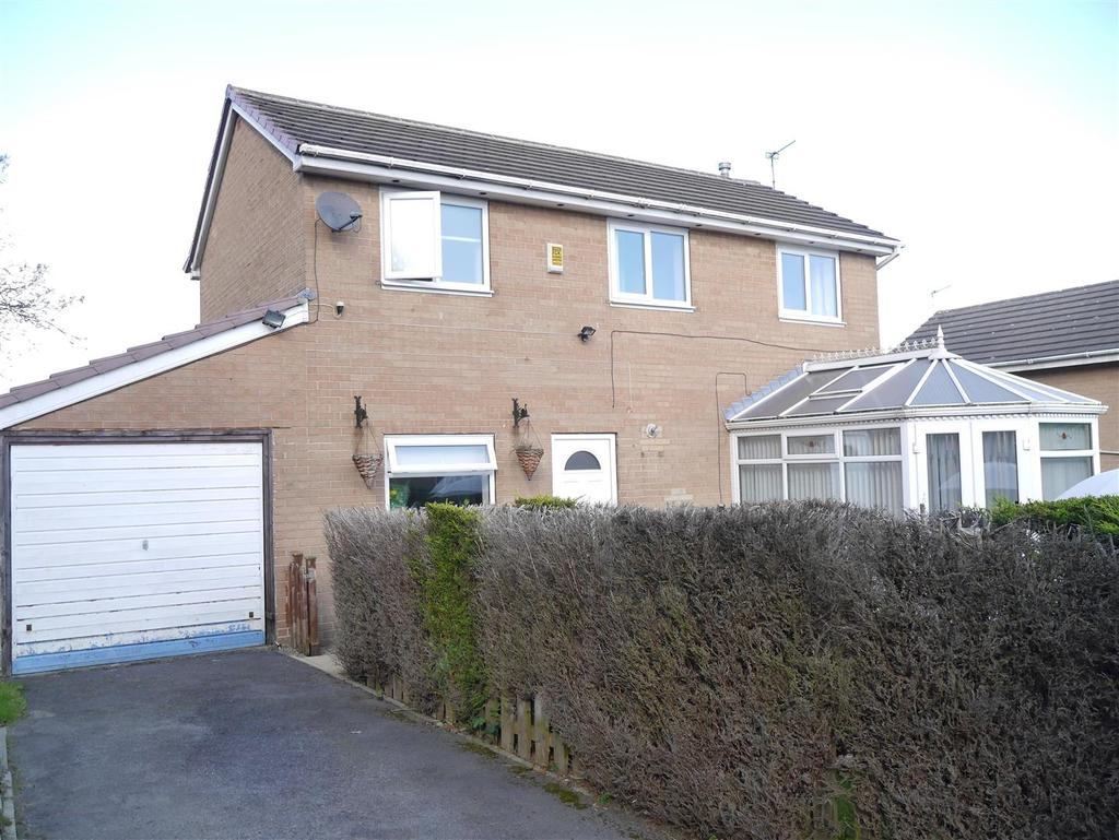 3 Bedrooms Detached House for sale in Deanery Gardens, Eccleshill, Bradford, BD10 8AG