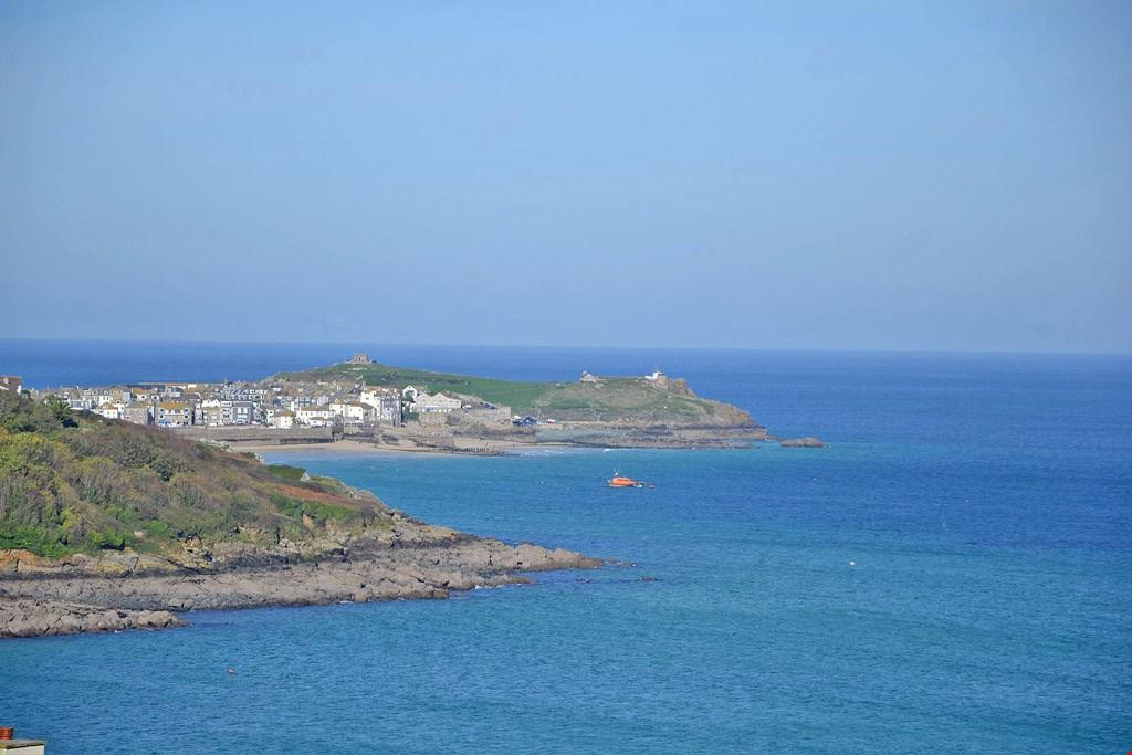 3 Bedrooms Apartment Flat for sale in Carbis Bay, St Ives, Cornwall, TR26