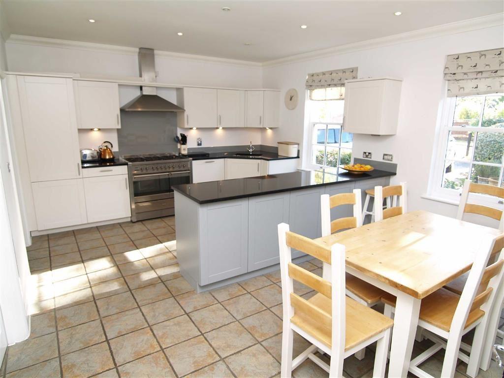 4 Bedrooms Detached House for sale in Birchwood Close, Ifold, Billingshurst, West Sussex, RH14