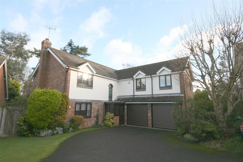 5 Bedrooms Detached House for sale in The Hooks, Henfield